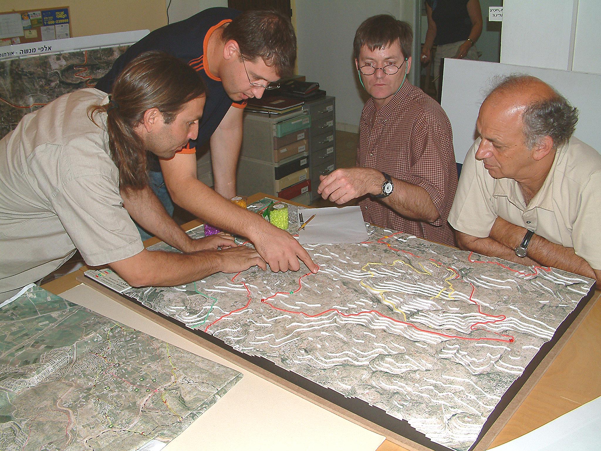 עבודות על מודל מובלעת אלפי מנשה